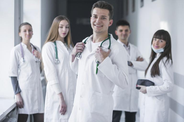 Wat doet een arbo arts?